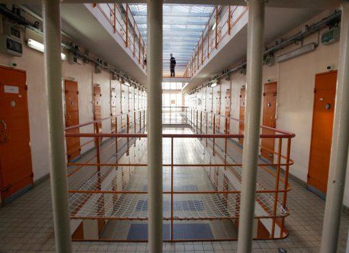 Décès d'un détenu à Meaux : des surveillants accusés de violence, une inspection, et après ?