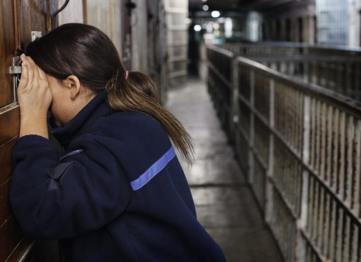 Surveillante, puis détenue, puis femme de détenue : une triple expérience de la prison