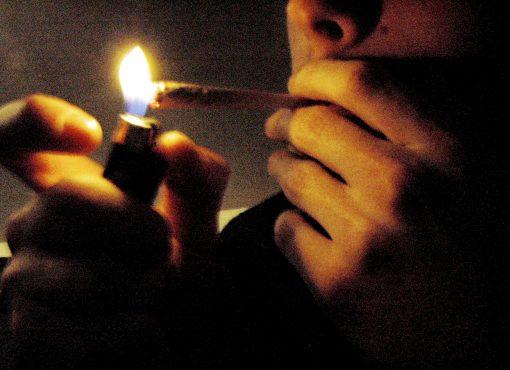 « Mettre à distance le jugement moral » pour une politique des drogues pragmatique