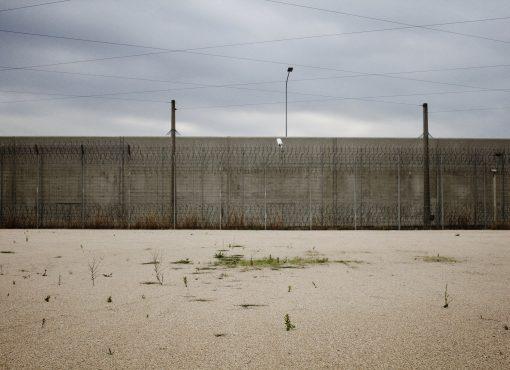 Le Conseil constitutionnel consacre le droit au recours des étrangers détenus visés par une mesure d'éloignement