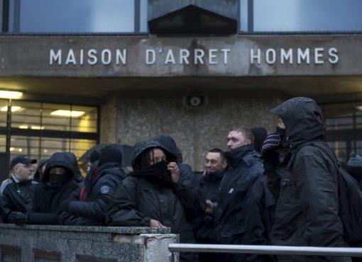 Grève des surveillants : deux semaines de galère