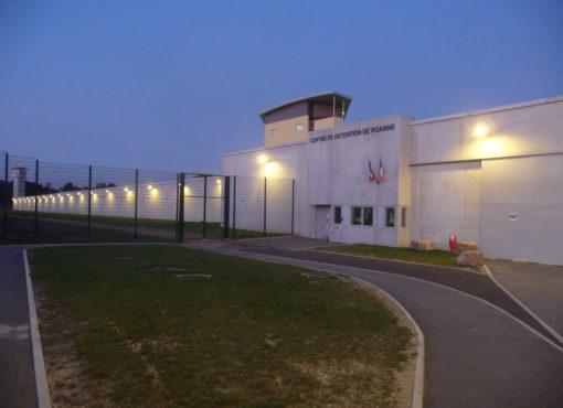 Une femme détenue à Roanne empêchée de rendre visite à sa mère mourante faute d'escorte