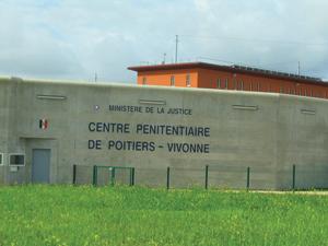 Violences à Poitiers : une détenue porte plainte contre cinq surveillantes