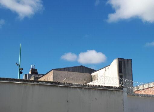 Saint-Etienne : les murs et les détenus craquent